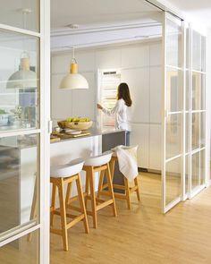 Timber House, Timber Wood, Offset Umbrella, Modern Door, Types Of Doors, Front Door Decor, Interior Design Studio, Decorating Tips, Home Accessories