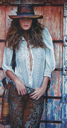 The latest tips and news on Vogue Paris are on Daria Werbowy Gallery. On Daria Werbowy Gallery you will find everything you need on Vogue Paris. Boho Gypsy, Bohemian Mode, Hippie Boho, Bohemian Style, Bohemian Hair, French Bohemian, Bohemian Living, Hippie Style, Mode Hippie