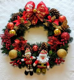 Peças artesanais exclusivas. Frete por conta do comprador. Christmas Crafts To Sell, Creative Christmas Trees, Christmas Door Wreaths, Homemade Christmas, All Things Christmas, Christmas Fun, Christmas Arrangements, Outdoor Christmas Decorations, Holiday Decor