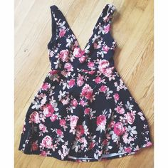 floral dress Charlotte Russe floral dress. Size medium. Never worn and brand new! Charlotte Russe Dresses