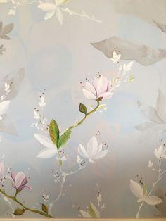 Decorazione di una parete in cucina, con fiori di magnolia in bianco e dettagli di colore. Abitazione privata, dettaglio. Realizzato da: Stefania Dal Mas- Steff Decò In Loco, Painting, Painting Art, Paintings, Painted Canvas, Drawings