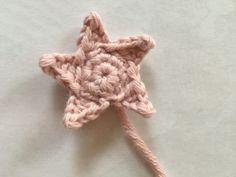 Crochet Club: Baby Star Blanket by Kate Eastwood Crochet Star Blanket, Star Baby Blanket, Free Baby Blanket Patterns, Crochet Stars, Baby Afghan Crochet, Manta Crochet, Crochet Blanket Patterns, Crochet Roses, Crocheted Flowers