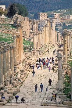 Ruins of the street columns of the Cardo Maximus in the ancient Decapolis city of Gerasa (modern day Jerash, Jordan.