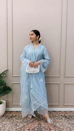 Fancy Dress Design, Stylish Dress Designs, Designs For Dresses, Stylish Dresses, Party Wear Indian Dresses, Dress Indian Style, Indian Wedding Outfits, Indian Outfits, Indian Bridal Fashion