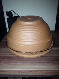 Mitch Motley Chaos: I'm building myself …… tealight oven on the fast he … - Modern Clay Pot Crafts, Diy And Crafts, Candle Heater, Diy Cooler, Eco Buildings, Cheap Trick, Rocket Stoves, Heating And Cooling, Diy Candles