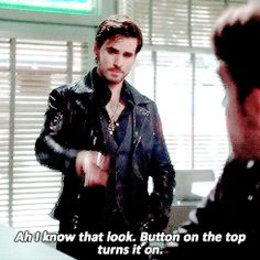 Hook has mastered basic cell phone knowledge and wants to help Robin... #OUAT