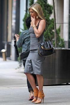 Jennifer Aniston With A Tom Ford Bag Boyfriend News Gold