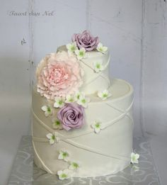 This cake I made for my darling brother and sister in law, who were married for years last march. Beautiful Cake Designs, Gorgeous Cakes, Pretty Cakes, Amazing Cakes, Fancy Wedding Cakes, Funny Cake, Cupcakes, Cake Decorating Tutorials, Floral Cake