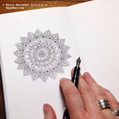 MagaMerlina: How to Draw a Mandala: Tips and Tricks Mandala Doodle, Henna Mandala, Mandala Drawing, Zen Doodle, Mandala Tattoo, Doodle Art, Pebble Painting, Stone Painting, Mandala Design