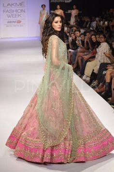 Nargis Fakhri becomes the show-stopper at LFW   PINKVILLA