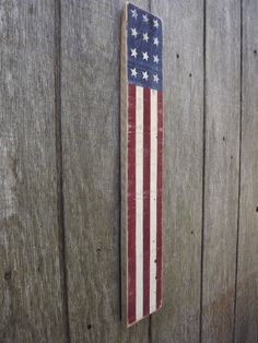 Use Pallet Wood Projects to Create Unique Home Decor Items – Hobby Is My Life Wood Pallet Signs, Rustic Wood Signs, Wood Pallets, Wooden Signs, Barnwood Ideas, American Flag Painting, American Flag Wood, Americana Home Decor, Wooden Books