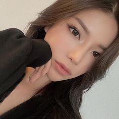 Asian Makeup Looks, Soft Makeup Looks, Korean Makeup Look, Makeup Inspo, Beauty Makeup, Fairytale Dress, Girls World, Flawless Skin, Girls Makeup