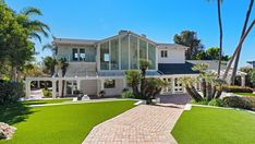 Britney Spears' Beach House in 'Sometimes' Lists for $44.5 Million – Robb Report Britney Spears Fotos, Beach Houses For Sale, Malibu Beach House, Suite Principal, Paradise Cove, Malibu Beaches, Built In Desk, Celebrity Houses, California Homes