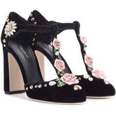 Dolce & Gabbana Embellished Velvet Pumps (28.970 CZK) ❤ liked on Polyvore featuring shoes, pumps, heels, black, kohl shoes, decorating shoes, black velvet pumps, velvet shoes and velvet pumps