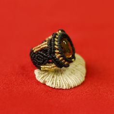 Anillo de macrame con Ámbar México y detalles de por luxurymacrame Macrame Rings, Macrame Jewelry, Micro Macramé, Haiti, Ring Earrings, Jewelry Crafts, Gemstone Rings, Rings For Men, Jewelry Design