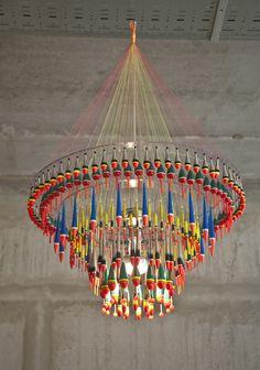 🌟Tante S!fr@ loves this📌🌟Tweelink Design-Kronleuchter aus Angelzubehör - Impressive chandelier made from fishing accessoires Diy Interior, Interior Lighting, Cool Lighting, Pendant Lighting, Chandelier, Overhead Lighting, Deco Restaurant, Hotel Concept, Glass Material