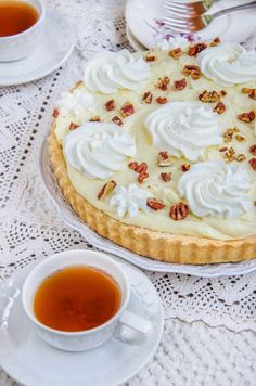 Pentru ca de mult visam la o tarta cu banane buna-buna si pentru ca mi-am adus aminte de Banana straciatella cheesecake care a a... Fondant, Cheesecake, Pie, Sweets, Cakes, Desserts, Cheesecake Cake, Torte, Sweet Pastries