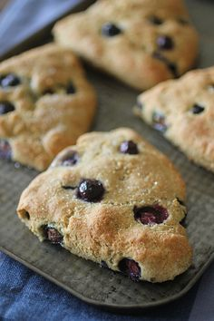 These clean eating scones are everything you want in a scone without the butter, flour, or sugar! They are healthy enough to enjoy for breakfast, and delicious enough to have for dessert! Healthy Sweet Treats, Healthy Desserts, Healthy Recipes, Diabetic Sweets, Skinny Recipes, Clean Eating Breakfast, Breakfast Dessert, Breakfast Scones, Yummy Eats