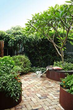 KINGSFORD www.adamrobinsondesign.com/landscape-design/