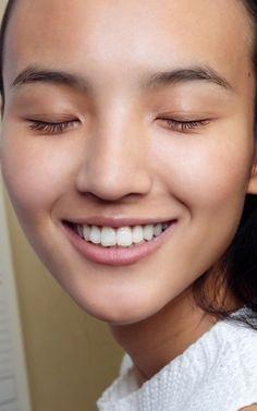 Het wondermiddel voor stralend witte tanden ligt gewoon in je keukenkast