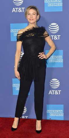 At the Annual Palm Springs International Film Festival Awards Gala, Renee Zellweger stunned in a Jason Wu look from the Resort 2020 collection. Celebrity Outfits, Celebrity Style, Renee Zellweger, Pose For The Camera, Designer Anarkali, Navy Dress, Dress Black, Jason Wu, Party Fashion