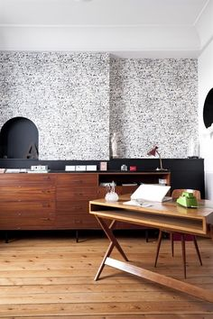 office area in modern style with a very modern wooden desk and an unusual black - Bureau En Bois Moderne