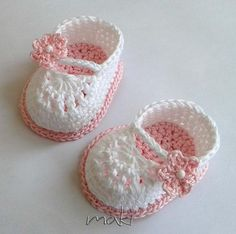 Crochet Child Booties (four) Title: 'Crocheting : FREE crochet sample Mini booties Crochet Baby Booties Supply : Name: 'Crocheting : FREE crochet pattern Mini booties.Ravelry: Mini booties pattern by Maja MasarWe have a Mary Jane Crochet Booties Vide Booties Crochet, Crochet Baby Sandals, Baby Girl Crochet, Crochet Baby Clothes, Crochet Shoes, Crochet For Kids, Knit Baby Shoes, Knit Baby Booties, Baby Shoes Pattern