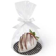 Wilton Black and White Dot Round Dessert Plate Treat Kit, 8 Ct. Wilton Cake Decorating, Cake Decorating Supplies, The Craft Company, Wedding Strawberries, Strawberry Wedding, Cupcake Supplies, Sweetarts, Edible Wedding Favors, Cupcakes