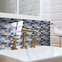 Papel pintado en el baño: te contamos cuál es mejor y cómo ponerlo Sink, Home Decor, Get Well Soon, Paper Envelopes, Sink Tops, Vessel Sink, Decoration Home, Room Decor, Vanity Basin