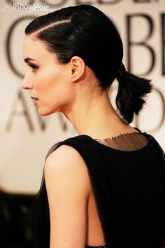 Rooney Mara Short Straight Cut - We loved Rooney Mara's short ponytail at the Golden Globes. Her jet black locks were slicked back with a formal part. Cute Ponytail Hairstyles, Short Hair Ponytail, Cute Ponytails, Ponytail Styles, Sleek Ponytail, Cute Hairstyles For Short Hair, Easy Hairstyles, Ponytail Ideas, Short Haircuts