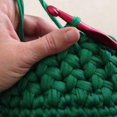 How to Crochet a Puff Flower - Crochet Ideas Crochet Puff Flower, Crochet Flower Patterns, Crochet Flowers, Knitting Patterns, Crochet Amigurumi, Crochet Yarn, Crochet Stitches, Tunisian Crochet, Crochet Purses