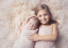 newborn with big sister | Daniela Berkhout | Niagara newborn photographer