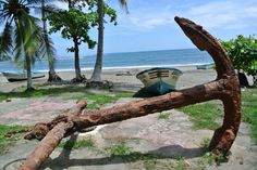 Antique anchor monument in Lagarto Beach, Ostional - Photo