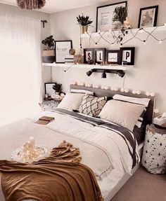 33 The Best Simple Bedroom Decor Ideas You Must Try Simple Bedroom Decor, Room Ideas Bedroom, Stylish Bedroom, Home Bedroom, Teen Bedroom, Aesthetic Room Decor, Cozy Room, Dream Rooms, My New Room