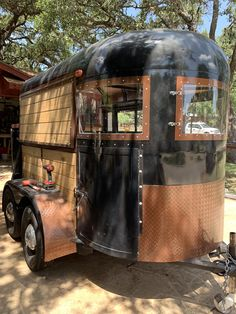 Old horse trailer turned into a mobile bar business by us. Contact us today for your coffee bar, wedding bar, event bar conversion ideas turned into reality! Catering Trailer, Food Trailer, Coffee Carts, Coffee Truck, Converted Horse Trailer, Horse Box Conversion, Food Trucks, Mobile Coffee Shop, Coffee Trailer