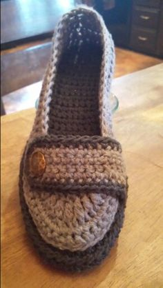 """Crochet indoor/outdoor loafer by """"SRO"""" Austin I found SRO @: http://crochet.community/creations/2456-crochet-loafers"""