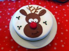 Rudolph kersttaart Christmas Birthday Cake, Christmas Cakes, Christmas Cake Decorations, Christmas Food Gifts, Rudolph Christmas, Xmas, Novelty Cakes, Cake Decorating, Cupcakes