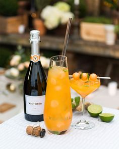 Sangria without alcohol - Clean Eating Snacks Champagne Drinks, Cocktail Drinks, Sangria, Pina Colada, Drinks Alcohol Recipes, Alcoholic Drinks, Beverages, Raspberry Cocktail, Recipes