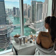 Regram via luxury living, dream life, lifestyle news, rich lifestyl Boujee Lifestyle, Luxury Lifestyle Fashion, Luxury Fashion, Poses Photo, Luxury Girl, Billionaire Lifestyle, Sugar Baby, Insta Photo, Dream Life