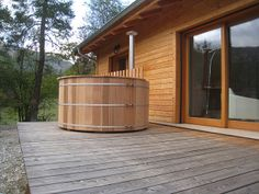 On aime l'autonomie du Hot tub incluant sa propre chaudière au bois Colmars les Alpes 1 by Atelier Nordic, via Flickr Outdoor Spa, Outdoor Decor, Round Hot Tub, Spa Jacuzzi, Home Spa, Firewood, Skiing, Shed, Outdoor Structures