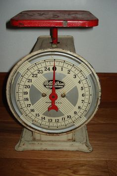 VINTAGE KITCHEN SCALE, SIMMONS HARDWARE CO, POLLY PRIM, 25LB SCALE