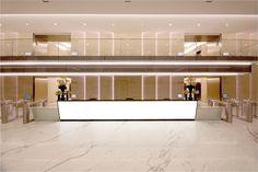 Lobby Interior, Office Interior Design, Office Interiors, Office Building Lobby, Office Lobby, Light Architecture, Interior Architecture, Lobby Reception, Reception Counter