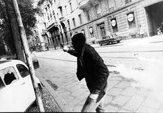 Una delle foto, rilasciate dal Tribunale, rese pubbliche a trent'anni dall'omicidio del vicebrigadiere di Polizia Antonino Custra, ucciso il 14 maggio del 1977 a Milano (ANSA)