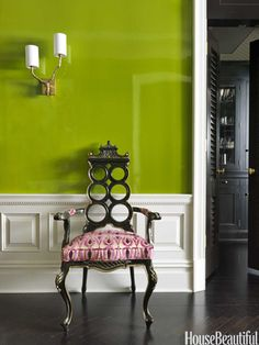 Antique pagoda chair. Design: Christina Murphy. Photo: Jonny Valiant. housebeautiful.com. #entry #foyer #green #antique #pagoda_chair