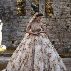 A Cinderella Story ✨#fairytale #princess #rusticgold #beautifuldetails  #weddingdress #weddingideas #weddingstyle #weddinggown #bride #bridal @frida_xhoi @runnnawaybride http://gelinshop.com/ipost/1524853099024507157/?code=BUpXdCGAmEV