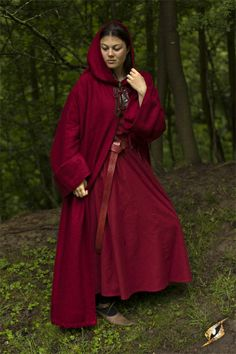 Robe Benedict This beautiful robe is made of textured cotton and has a quite rustic appearance - just like a monk´s robe should be - without loosing the necessary wearing comfort. The robe can be closed at the...