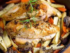 Rosemary Roast Chicken and Vegetables | bakeatmidnite.com | #chicken #30MinuteMeals #RoastVegetables