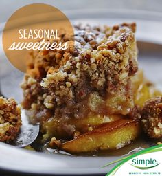 Wholesome, easy and delicious fall dessert! This apple crisp recipe from @sugarlaws is a healthy, sweet option.