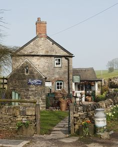 Beech Cottage, Tissington, Derbyshire, England by Nayara Volpe. Beautiful Homes, Beautiful Places, English Village, English Cottages, English House, England And Scotland, Peak District, Stone Houses, English Countryside
