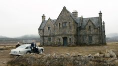 TIL Skyfall Lodge the Scottish ancestral home of James Bond which features heavily in the movie Skyfall was just a wooden framed set located on a UK Mininstry of Defence site in Surrey England. Estilo James Bond, James Bond Style, James Bond Skyfall, James Bond Movies, Artist Film, English House, England And Scotland, Scottish Highlands, Great Movies